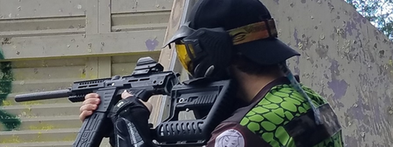 Can you wear a hat with a paintball mask?